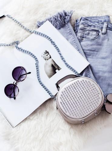 Kuferek ze srebrnymi ćwiekami - srebrny