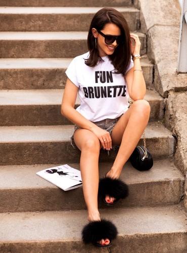 T-shirt FUN BRUNETTE - biały